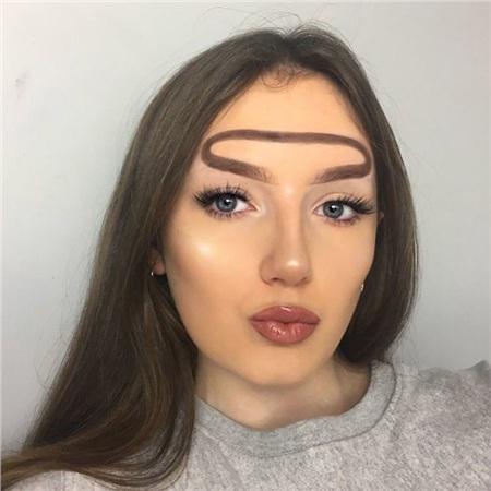 Trend mới kỳ quặc của phái đẹp trên Instagram: Các chị em xê ra để lông mày nhọ nồi 'vô cực' lên ngôi! 3