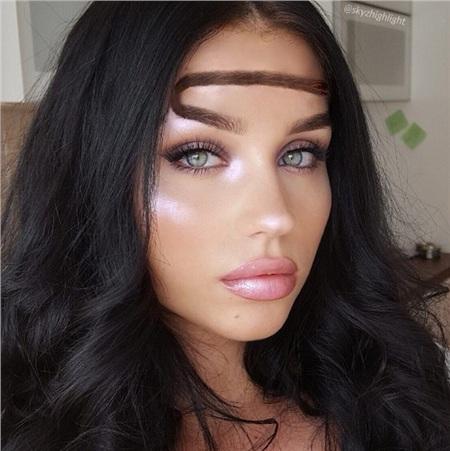 Trend mới kỳ quặc của phái đẹp trên Instagram: Các chị em xê ra để lông mày nhọ nồi 'vô cực' lên ngôi! 4