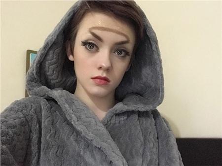 Trend mới kỳ quặc của phái đẹp trên Instagram: Các chị em xê ra để lông mày nhọ nồi 'vô cực' lên ngôi! 6