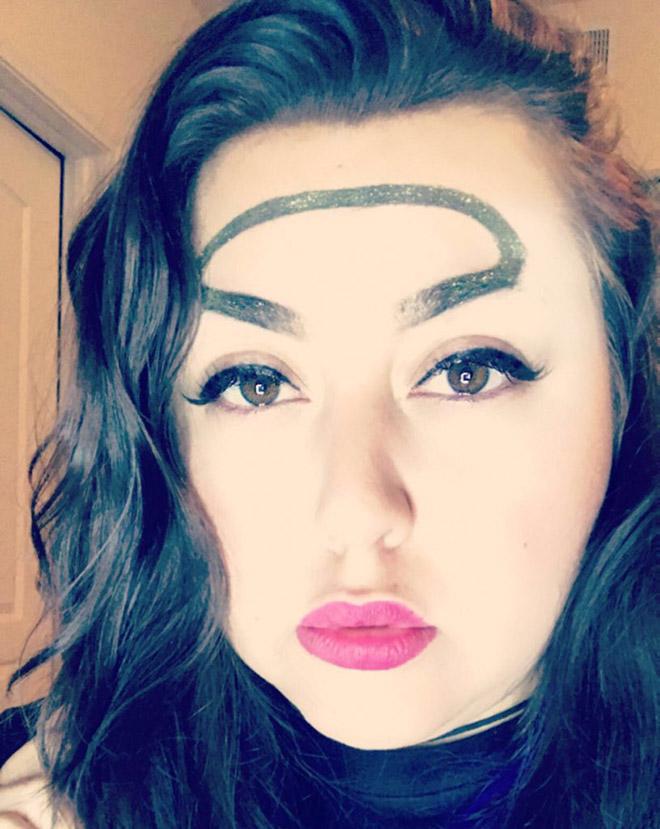 Trend mới kỳ quặc của phái đẹp trên Instagram: Các chị em xê ra để lông mày nhọ nồi 'vô cực' lên ngôi! 10