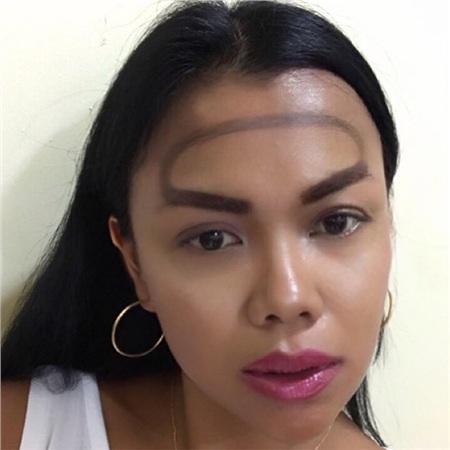 Trend mới kỳ quặc của phái đẹp trên Instagram: Các chị em xê ra để lông mày nhọ nồi 'vô cực' lên ngôi! 16
