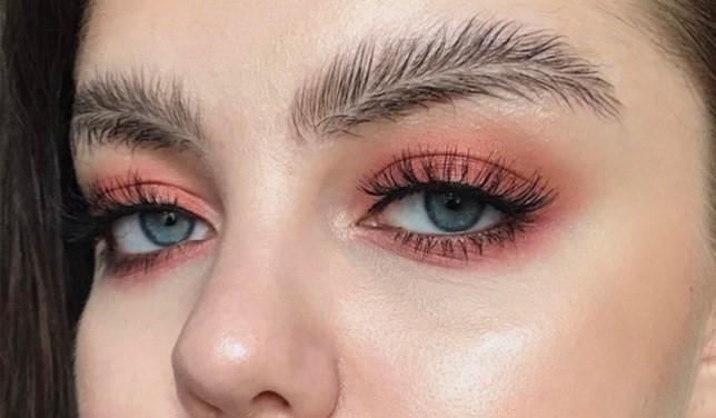 Trend mới kỳ quặc của phái đẹp trên Instagram: Các chị em xê ra để lông mày nhọ nồi 'vô cực' lên ngôi! 21