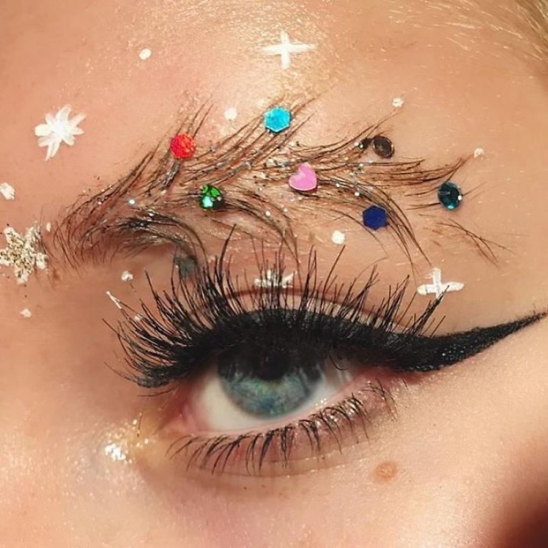 Trend mới kỳ quặc của phái đẹp trên Instagram: Các chị em xê ra để lông mày nhọ nồi 'vô cực' lên ngôi! 20