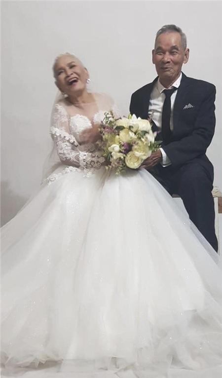Bộ ảnh cưới đặc biệt của hai cụ già U80 khiến dân mạng nhiệt tình 'thả tim' 1