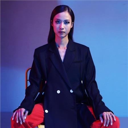 Suboi khiến khán giả Việt vô cùng tự hào khi góp giọng trong ca khúc của 'biểu tượng âm nhạc' Nhật BảnUtada Hikaru.