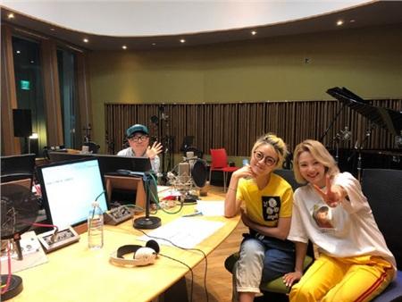 Câu chuyện Hyoyeon (Girls' Generation) vẫn còn lúng túng với Taeyeon được cô nàng chia sẻ trên chương trình radio củaAhn Young Mivà Choi Wook.