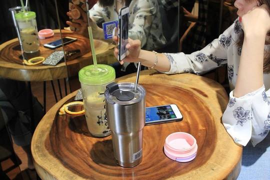 Uống thử trà sữa... 'Fake' ẩn mình sau các ứng dụng đặt hàng online, pha chế thủ công và giá chỉ bằng 1/2 hàng thật 0