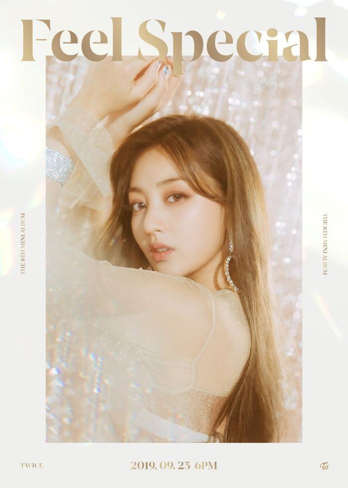 Mặc kệ ồn ào bị chỉ trích vì hẹn hò với Kang Daniel, Jihyo vẫn xinh đẹp hết nấc trong poster nhá hàng cho mini album comeback.