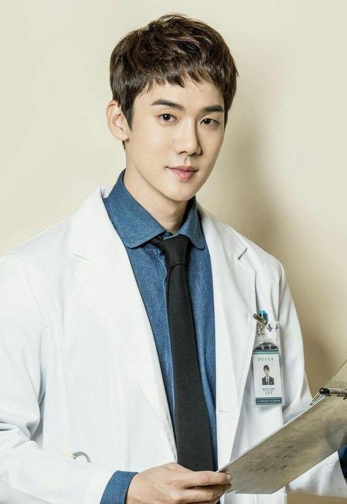 Nam thần bác sĩ quen thuộc của màn ảnh Hàn, Yoo Yeon Seok