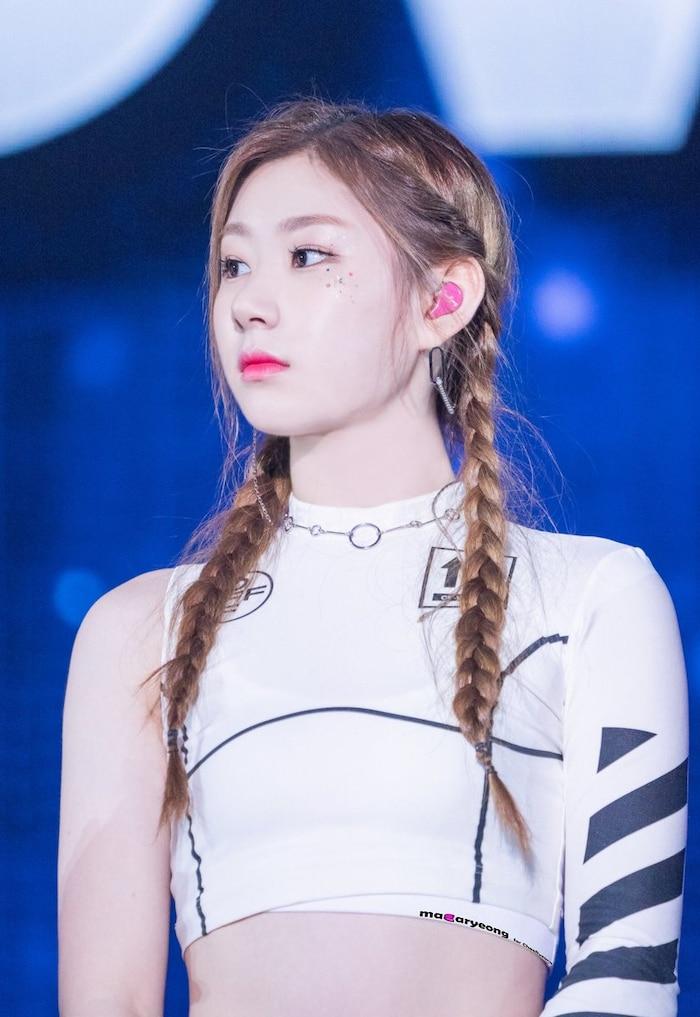 Chaeryeong đảm nhiệm vai trò main dancer và là thành viên hát live tốt nhất ITZY