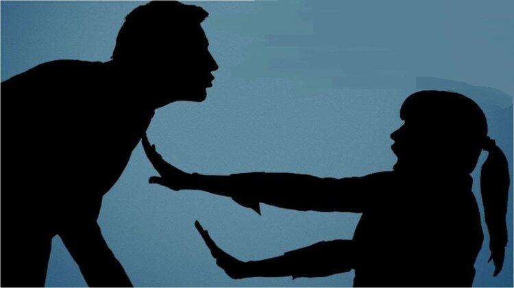 Các thực tập sinh nữ thường xuyên bị quấy rối bởi các ông lớn trong công ty.