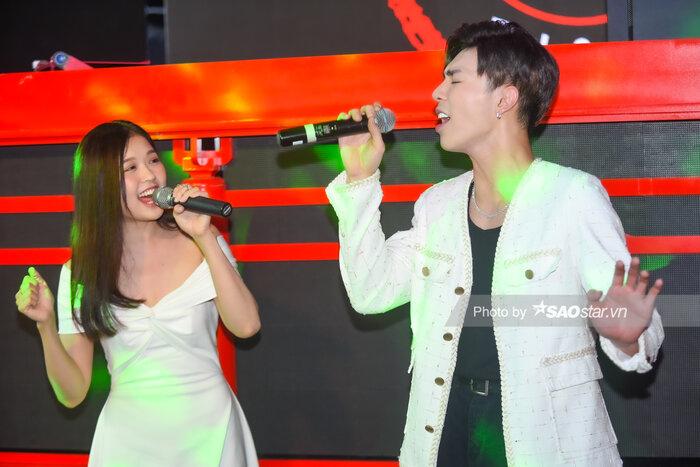 Sân khấu live 'Ăn sáng nha' đầu tiên của Suni Hạ Linh và ERIK.