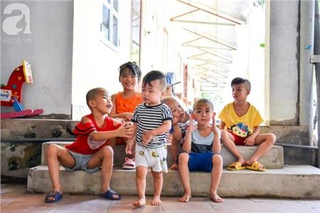 Những đứa trẻ đang được nương tựa nơi của Phật luôn chứa đựng tâm trạng hồn nhiên dù chúng không được biết mặt cha mẹ.