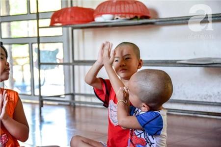 Ánh mắt cầu cứu của 29 đứa trẻ bị bố mẹ bỏ rơi, lớn lên trong vòng tay của người Thầy nơi cửa Phật 10