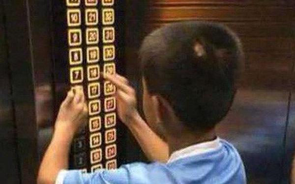 Cậu bé nghịch ngợm ấn đồng loạt các tầng thang máy, hành động sau đó của phụ huynh khiến dân mạng tán thưởng không ngớt 0