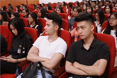 Info cho chị em nào cần đây: Nam sinh Phạm Đức Huy, sinh viên năm hai ngành Quản trị Kinh doanh của trường ĐH Kinh tế Quốc dân.