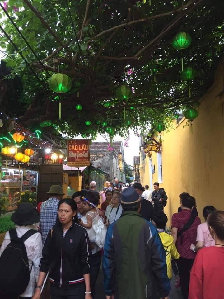 Hội An ngày đầu năm chật ních khách du lịch cả trong nước lẫn nước ngoài.