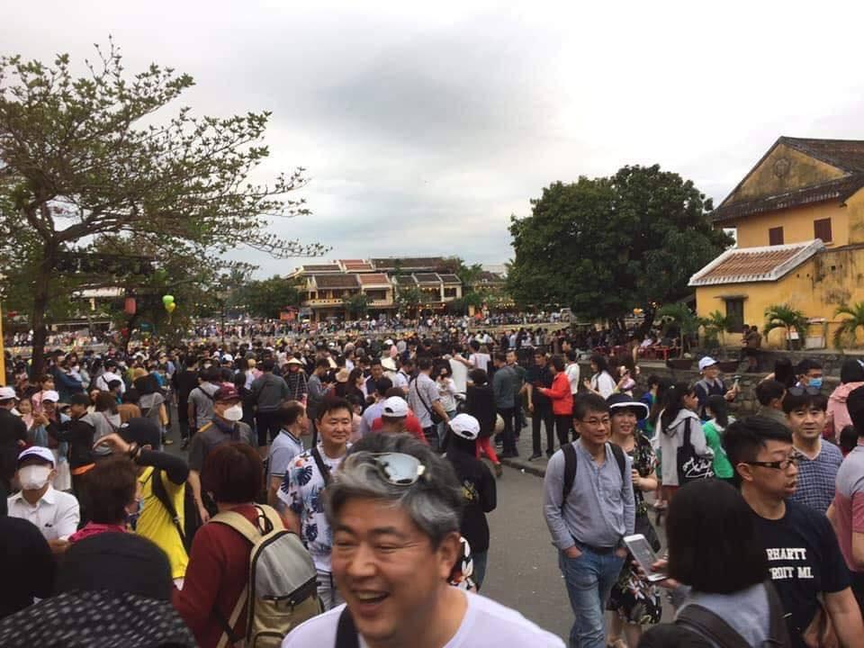 Dân mạng choáng váng với hình ảnh biển người đông nghịt ở khắp nơi dịp Tết: Hạ Long, Vũng Tàu... đâu cũng 'vỡ trận' 9