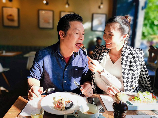 Vợ chồng Shark Hưng rủ nhau hẹn hò Valentine, không ngờ phải tranh thủ từng phút để còn dành thời gian cho việc này 2