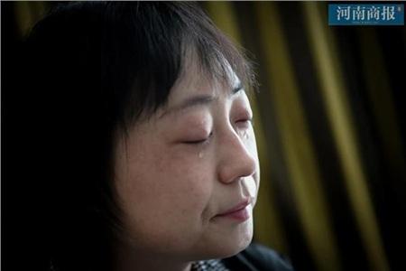 Đang công tác ở Vũ Hán, nữ bác sĩ bất ngờ nhận tin bố mất ở quê nhà, bất lực quỳ gối xin lỗi trước màn hình điện thoại: 'Con gái bất hiếu' 0