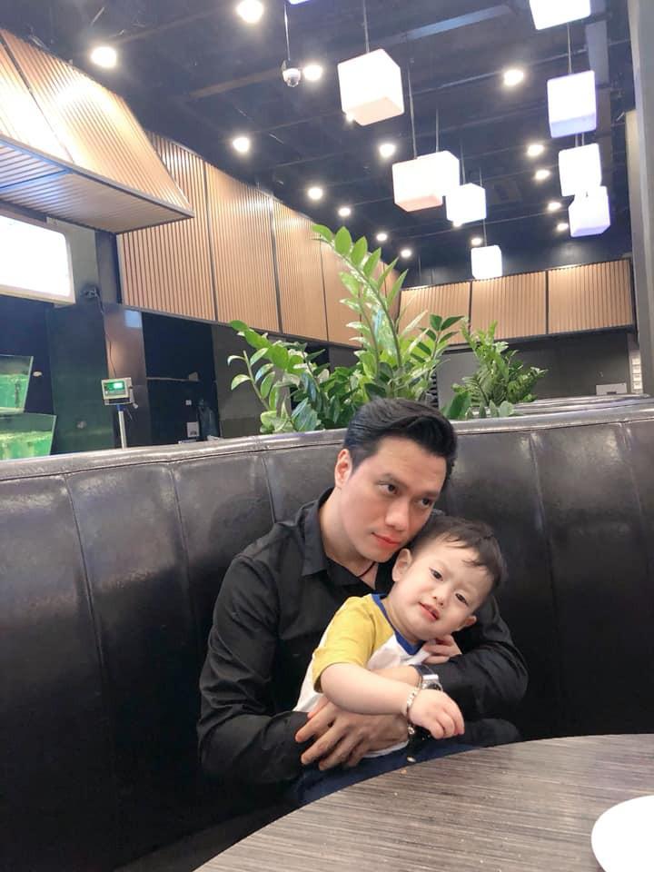 Hương Trần toàn đăng caption bóng gió, bức ảnh duy nhất có mặt chồng từ ngày 22/5.