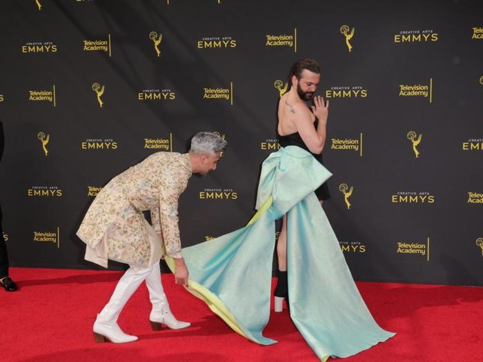 Nam diễn viên Jonathan Van Ness gây sốc khi mặc váy cúp ngực bó sát trên thảm đỏ 2