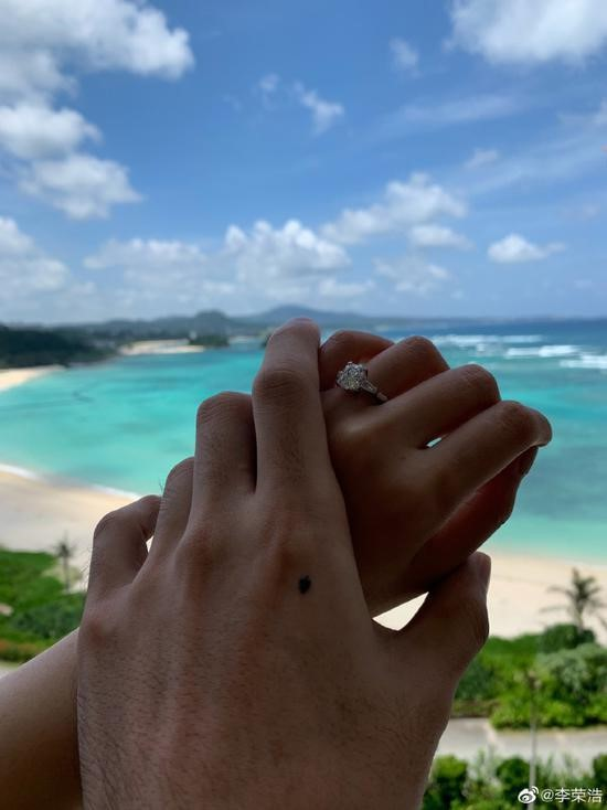 Dương Thừa Lâm và Lý Vinh Hạo chính thức đăng ký kết hôn 4