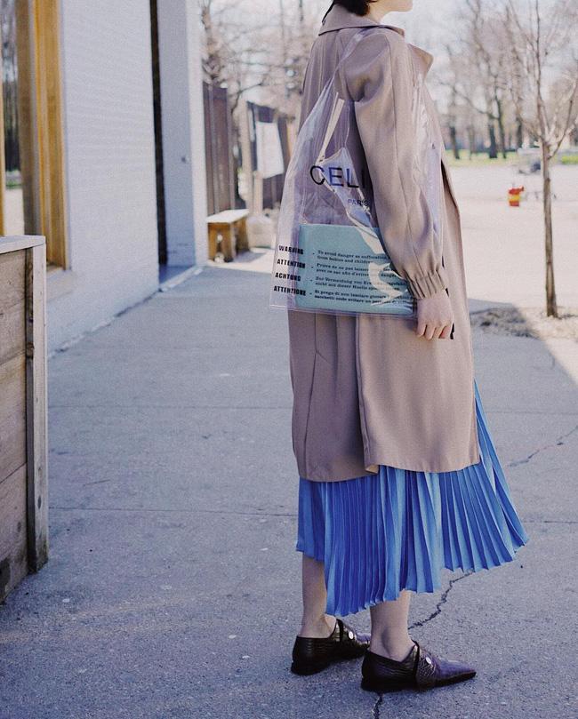Chân váy xếp li vẫn hot điên đảo và bạn nên 'ghim' 12 ý tưởng diện item này cho sành điệu bằng chị bằng em 7