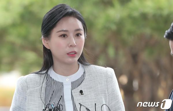 Yoon Ji Oh.
