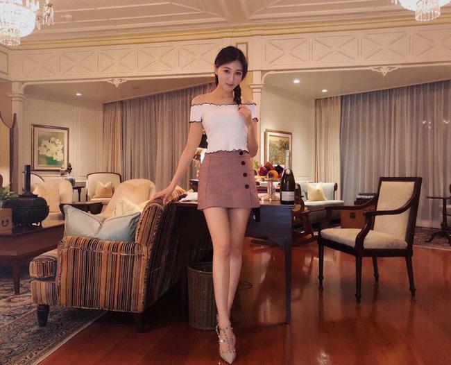Á hậu Diễm Quyên quen ông Ngô Chí Thành - giám đốc tác nghiệp (COO) của một công ty kinh doanh sòng bạc lớn ở Macau hồi năm 2014 trong một sự kiện của công ty. Họ hẹn hò hơn ba năm, thường cặp kè tham gia các buổi tiệc.