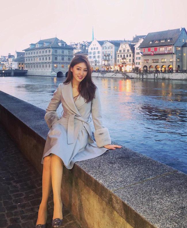 Từ khi làm vợ tỷ phú, Hà Diễm Quyên thường xuyên đăng ảnh cuộc sống xa hoa và hội hè liên miên trên Instagram khiến nhiều người ghen tị.