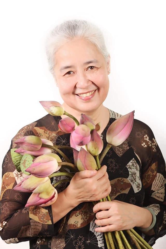 Nguyễn Dzoãn Cẩm Vân - 'huyền thoại' màn ảnh nhỏ giúp thổi lửa bao gian bếp gia đình Việt bất ngờ xuất gia ở tuổi 65 0