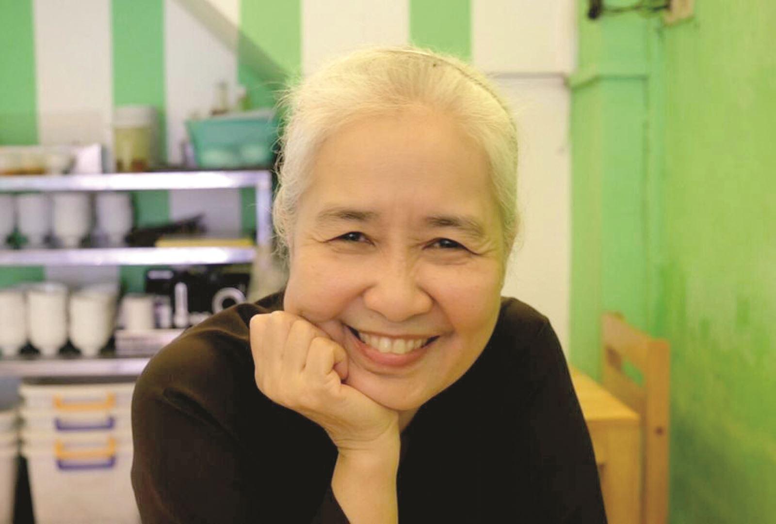 Nguyễn Dzoãn Cẩm Vân - 'huyền thoại' màn ảnh nhỏ giúp thổi lửa bao gian bếp gia đình Việt bất ngờ xuất gia ở tuổi 65 2
