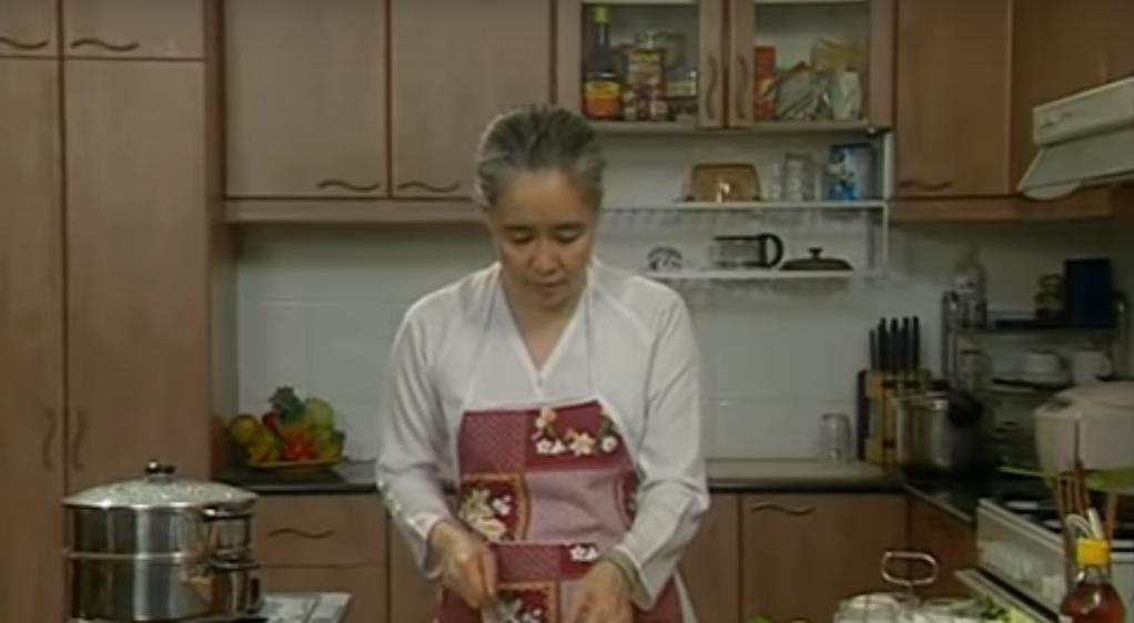 Nguyễn Dzoãn Cẩm Vân - 'huyền thoại' màn ảnh nhỏ giúp thổi lửa bao gian bếp gia đình Việt bất ngờ xuất gia ở tuổi 65 4