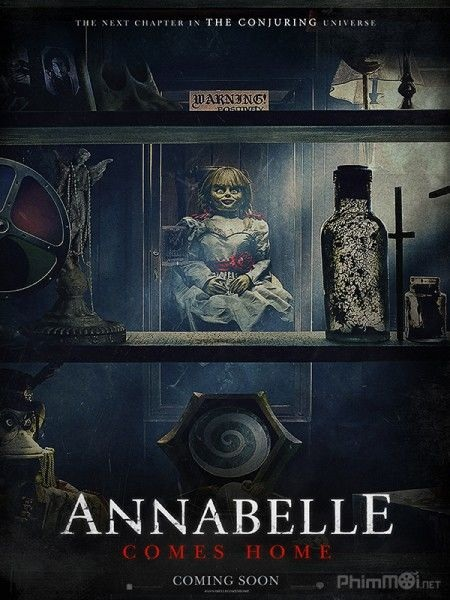 Poster Annabelle Comes Home.