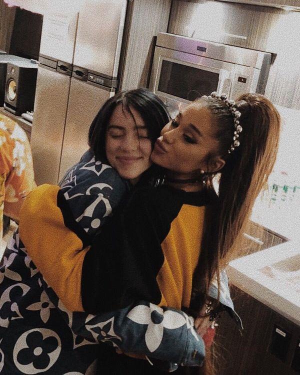 Billie Eilish cũng là một fan bự của cô nàng Ariana Grande.