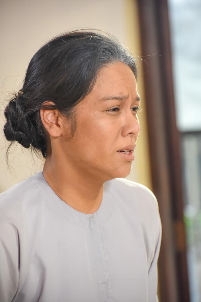 'Tiếng sét trong mưa': Lộ ảnh Thị Bình - Nhật Kim Anh quỳ gối, khóc đến sưng mắt khi gặp dì Bảy sau 24 năm 4
