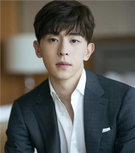 Đặng Luân trong vai chính phim 'Hương mật' cũng đem lại một lượng fan khổng lồ.