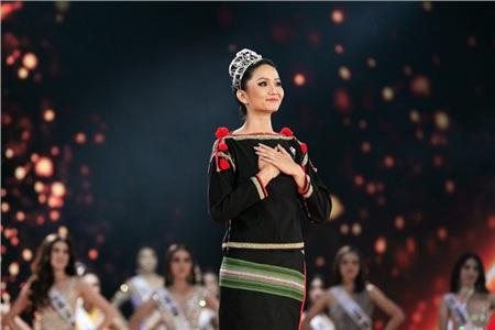 Mới đây, H'Hen Niê đã có thêm những chia sẻ về bản thân sau 1 ngày không còn là đương kim Hoa hậu.