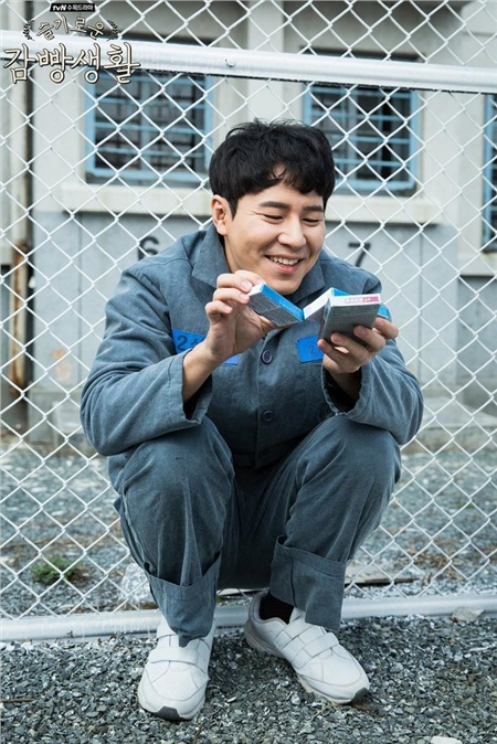 Lee Kyu Hyung trong phim 'Prison Playbook'