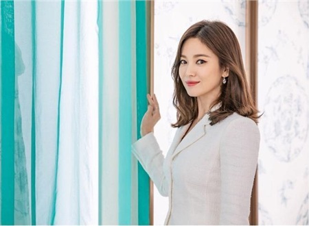 Điểm chung bất ngờ giữa bạn gái công khai và 'tình tin đồn' của Hyun Bin: Tất cả đều sở hữu những nét nổi bật này, hóa ra gu 'đại úy' Ri thích là như vậy 1
