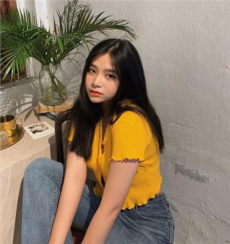 Ngọc Quỳnh sở hữu gương mặt trẻ thơ với những đường nét tựa mỹ nữ Hàn Quốc.