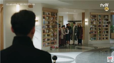 'Hi Bye, Mama': Kim Tae Hee hóa chị đại xã hội đen siêu ngầu, đối đầu với thần chết Pyo Chi Su (Crash Landing On You)? 5