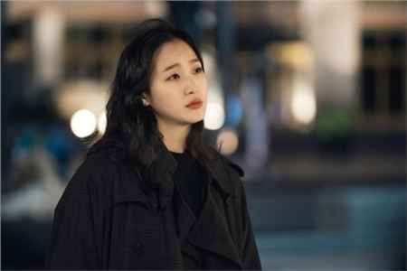 'The King': Hoàng đế Lee Min Ho vội thân mật với Kim Go Eun trong lần đầu gặp gỡ 2