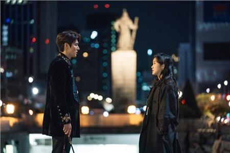 'The King': Hoàng đế Lee Min Ho vội thân mật với Kim Go Eun trong lần đầu gặp gỡ 4