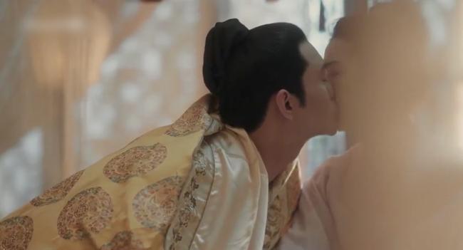 Vừa ra mắt 'Thanh Bình Nhạc' đã đạt Douban 8.1, Vương Khải gây đỏ mặt vì nói lời nhạy cảm sau cảnh nóng 7