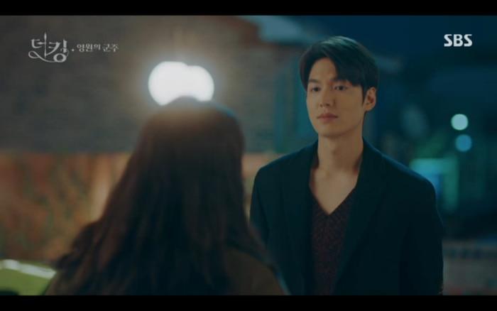'Quân vương bất diệt' tập 3: Lee Min Ho chia tay Kim Go Eun để trở về thế giới cũ? 2