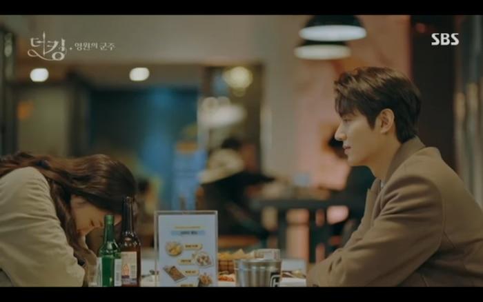 'Quân vương bất diệt' tập 3: Lee Min Ho chia tay Kim Go Eun để trở về thế giới cũ? 14