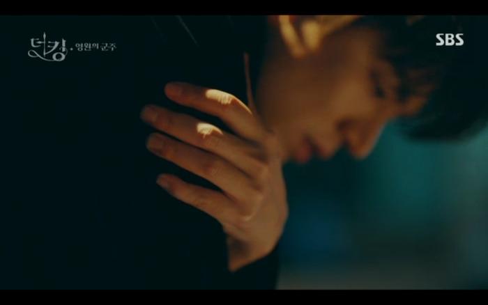 'Quân vương bất diệt' tập 3: Lee Min Ho chia tay Kim Go Eun để trở về thế giới cũ? 18