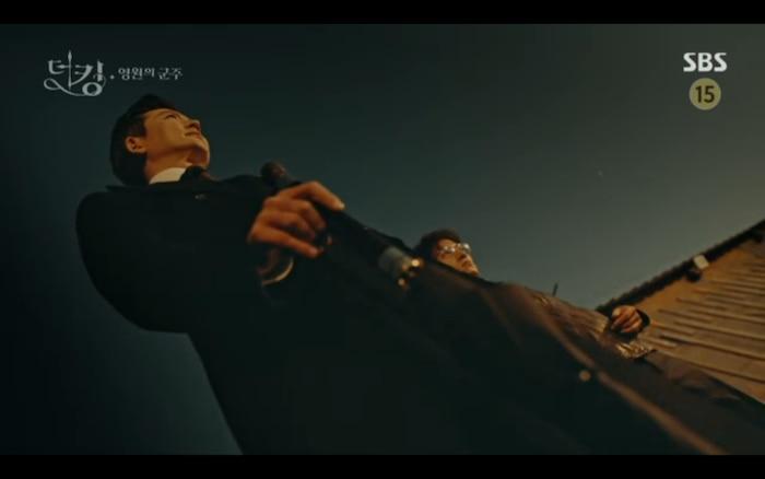 'Quân vương bất diệt' tập 3: Lee Min Ho chia tay Kim Go Eun để trở về thế giới cũ? 24